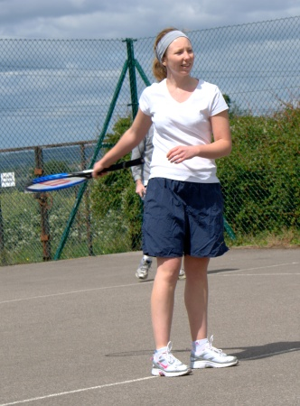 Lizzi, playing tennis